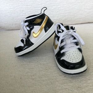 Jordan 1 Mid Patent Black White Gold